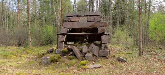 The remains of the smithy at Brödlösa.